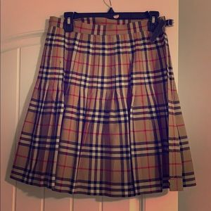 100% authentic Vintage Burberry skirt.